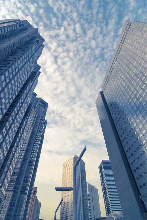 Download Moderne Stadt stockfoto. Bild von leuchte, gebäude, wolkenkratzer - 26369292