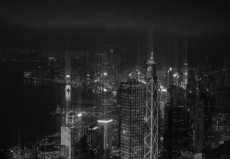 Moderne Stadt mit dem Beleuchtungswolkenkratzer Schwarzweiss lizenzfreies stockfoto