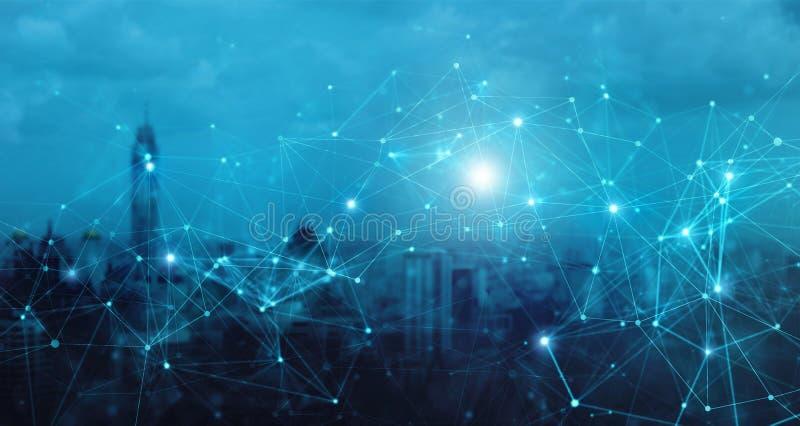 Moderne Stadt mit Verbindungskonzept des drahtlosen Netzwerks Social Media, Innovation und Technologie lizenzfreie abbildung