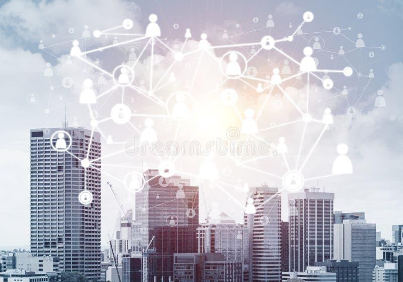 Moderne Stadt und Sozialnetz als Konzept f?r globale Vernetzung lizenzfreie stockfotos