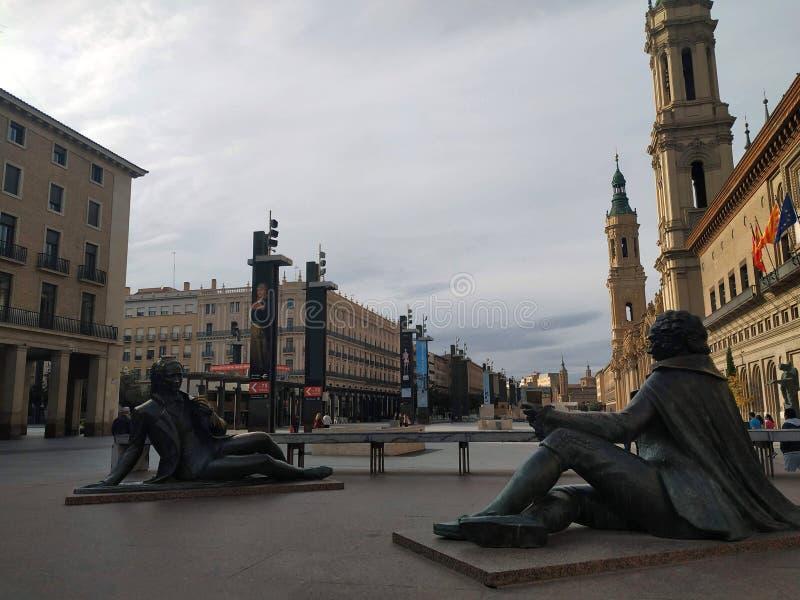 Moderne standbeelden in het stadscentrum royalty-vrije stock foto's