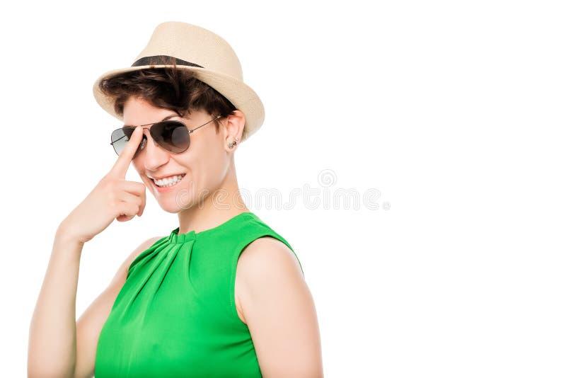 moderne stilvolle Frau auf einem weißen Hintergrund lizenzfreies stockfoto