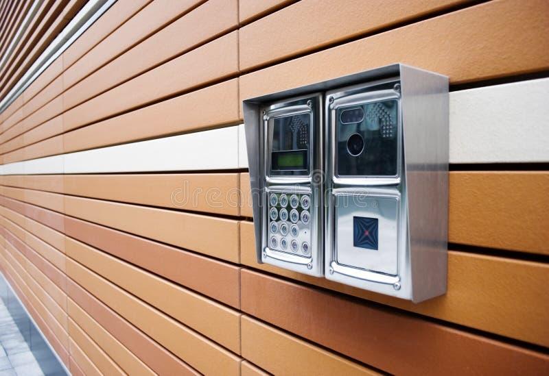 Moderne Tür-Wechselsprechanlage stockfotos