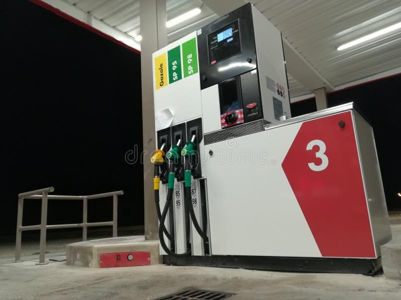 Moderne Tankstelle in Frankreich stockbild