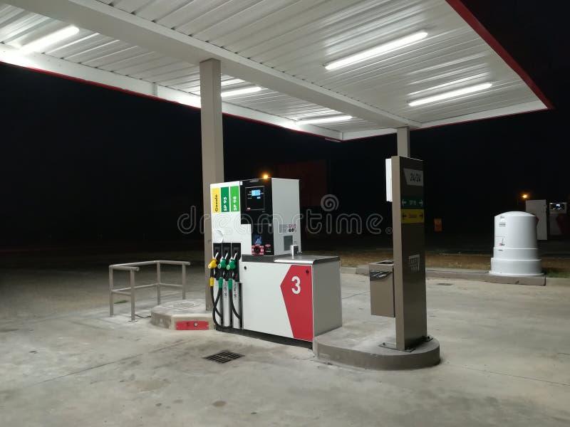 Moderne Tankstelle in Frankreich lizenzfreie stockfotos