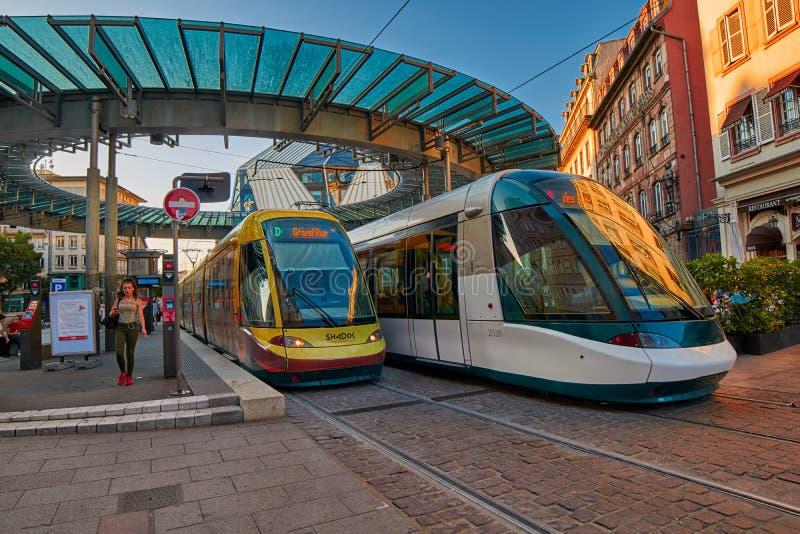 Moderne Trams in het Centrum van Straatsburg stock afbeeldingen