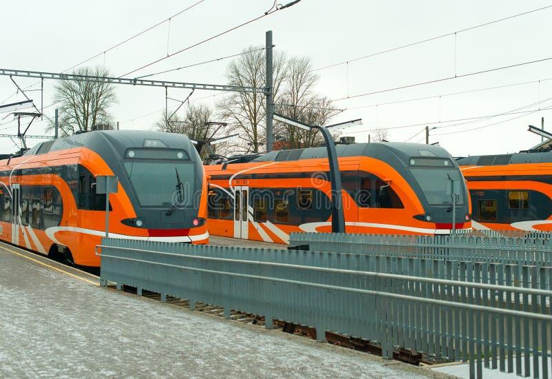Moderne treinen stock afbeeldingen