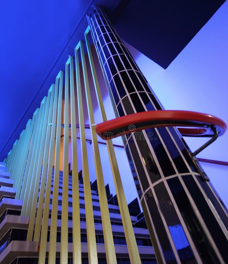 Moderne Treppen in einem Krankenhaus in den Niederlanden stockbilder