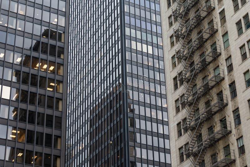 Moderne und alte Wolkenkratzer in Chicago lizenzfreie stockfotos