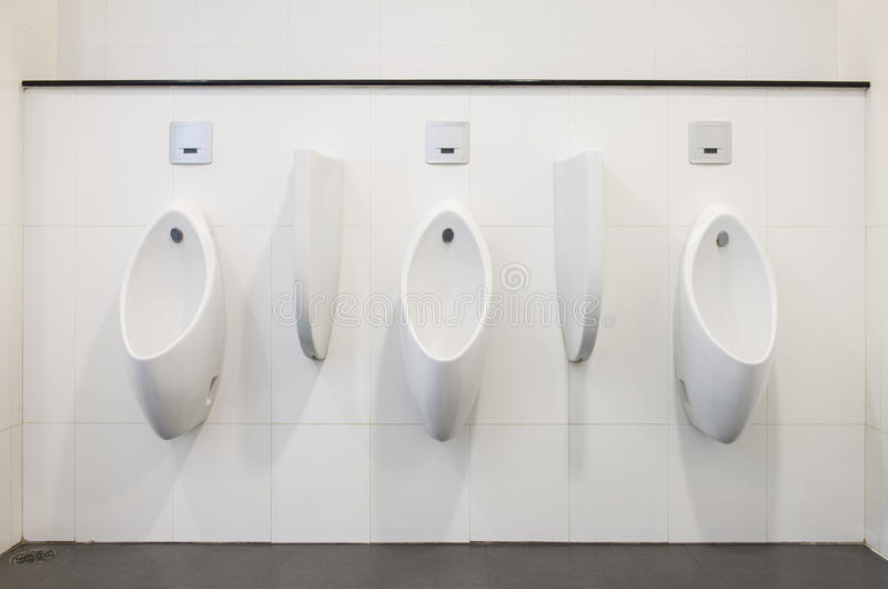 Moderne Urinals stockfotografie