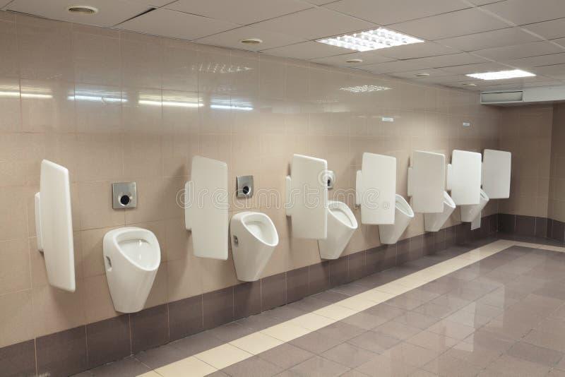 Moderne urinoirs royalty-vrije stock afbeeldingen