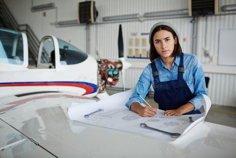 Moderne Vrouwelijke Ingenieur stock afbeelding