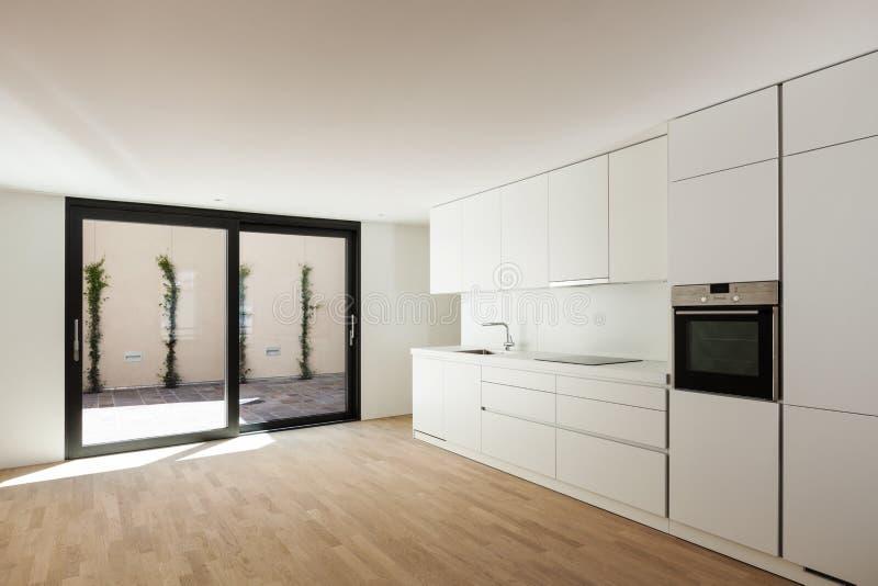 moderne wei e k che stockbild bild von h lzern parquet 31538205. Black Bedroom Furniture Sets. Home Design Ideas
