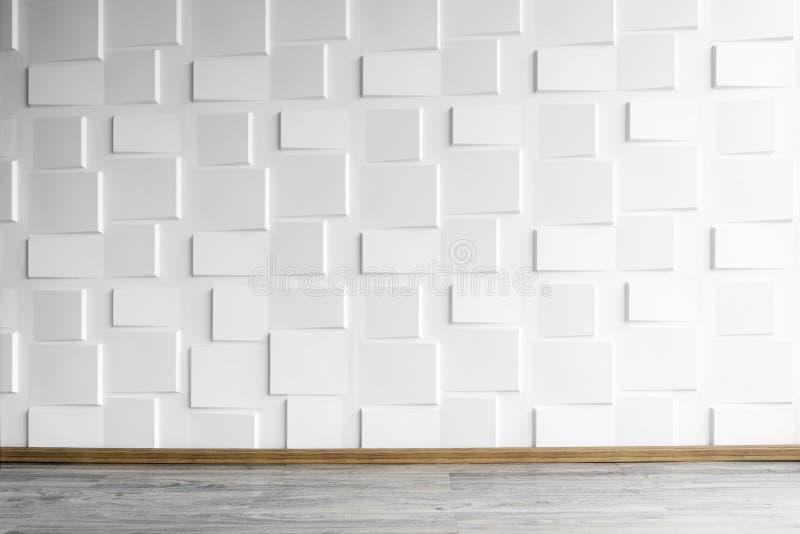 Moderne weiße Wand mit Bretterboden mit Fensterlicht Abstrakter Hintergrund von der Betonmauer im Raum stockfotos