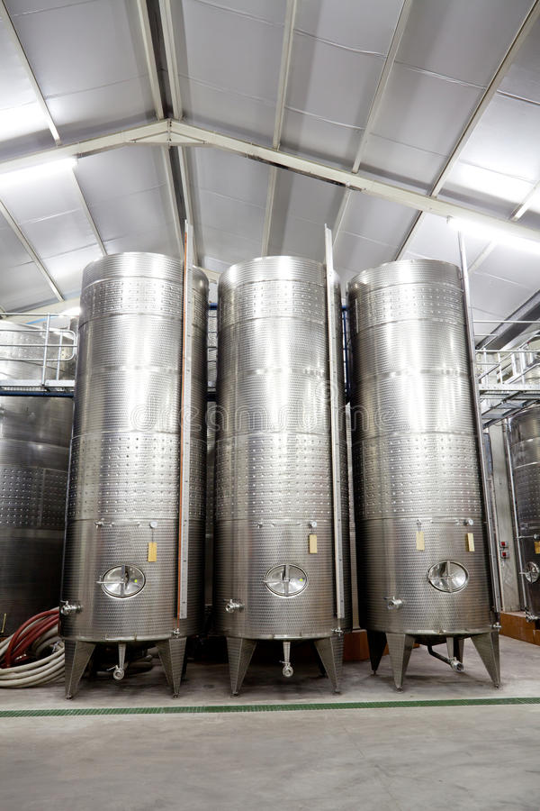 Moderne Weinkellerei stockbild
