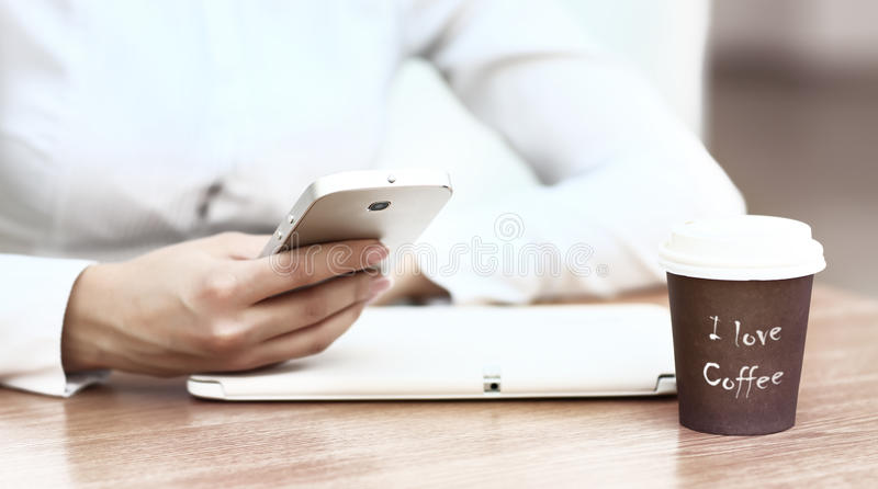 Download Moderne Werkplaats Met Digitale Tablet Stock Foto - Afbeelding bestaande uit telefoon, aantal: 39111928