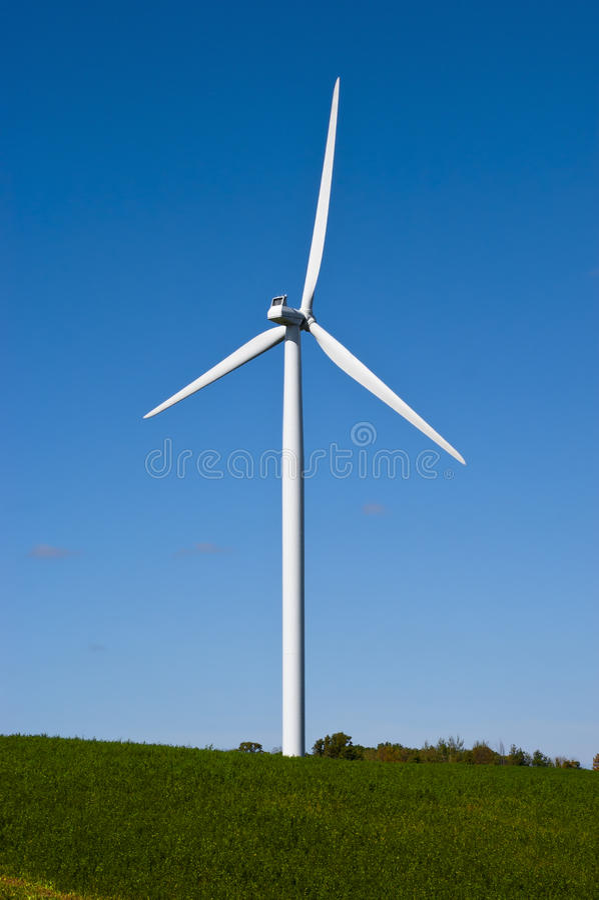 Moderne Windmühlen-Turbine, Wind-Leistung, grüne Energie stockfotografie
