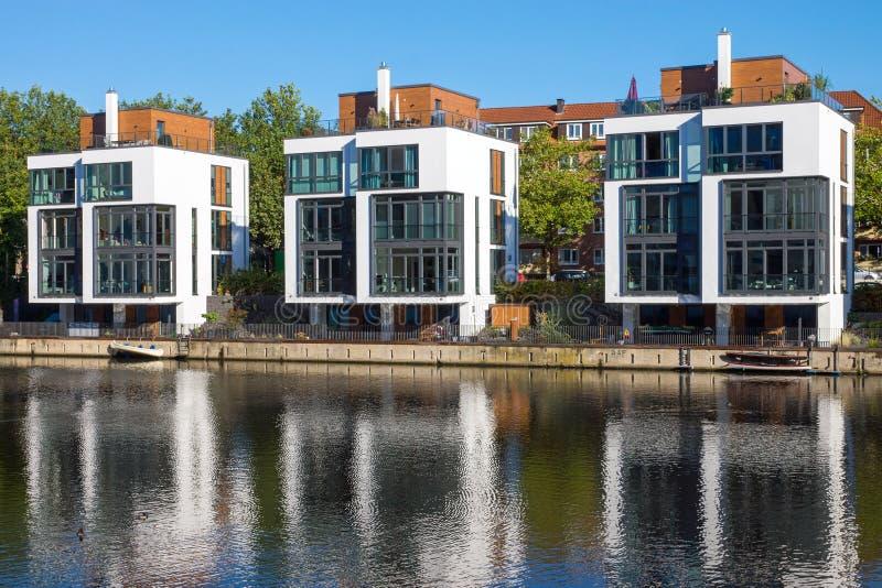 Download Moderne Wohnhäuser Stockbild. Bild Von Modern, Gehäuse   44195727