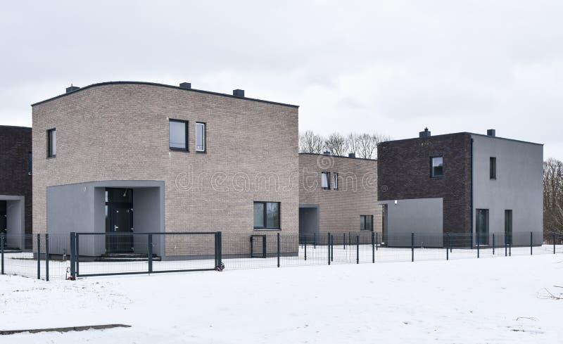 Download Moderne Wohnhäuser Stockbild. Bild Von Draußen, Häuser   49955379
