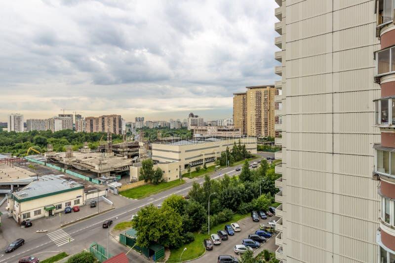 Moderne Wohnhochhaushäuser in den neuen Bezirken von Moskau lizenzfreies stockbild