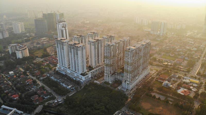 Moderne Wohnungsäußere während des Sonnenuntergangs lizenzfreie stockfotos