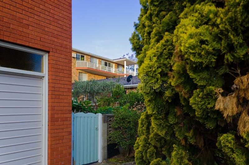 Moderne Wohnwohngebäudeäußere mit Balkon und lizenzfreie stockfotografie