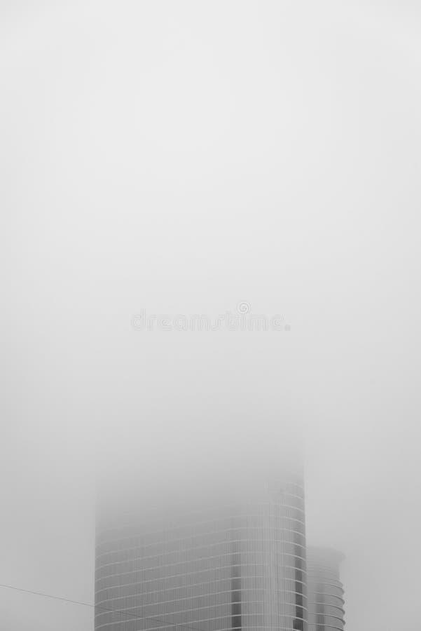 Moderne wolkenkrabber in mist, in Houston, Texas royalty-vrije stock foto's