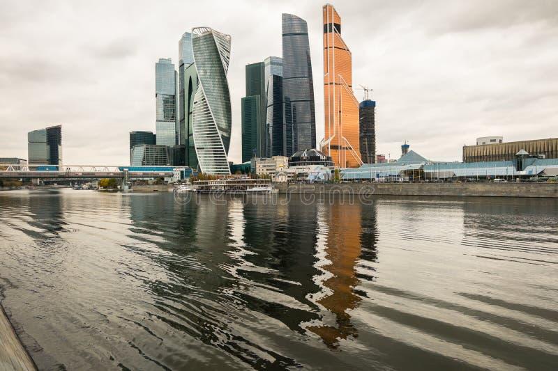 Moderne wolkenkrabbers van het Commerciële van Moskou Internationale Centrum MIBC op de de rivierdijk van Moskou Rusland stock foto's