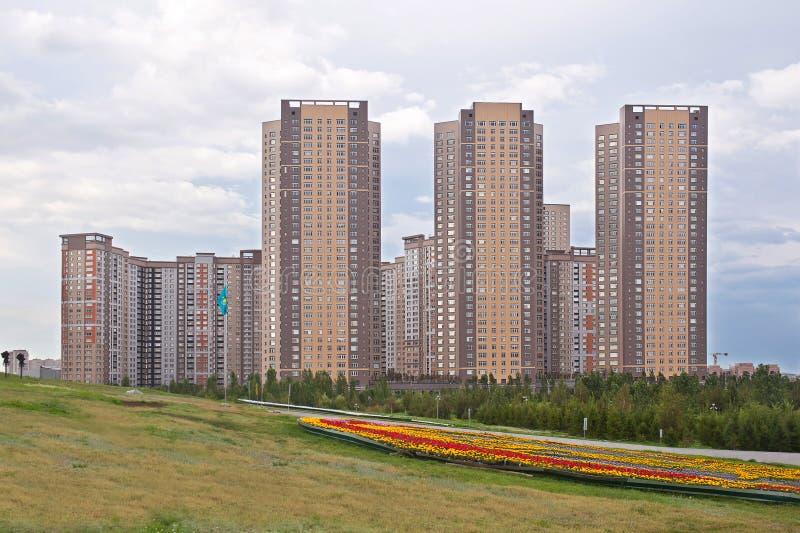 Moderne woon complex in Astana kazachstan stock afbeeldingen