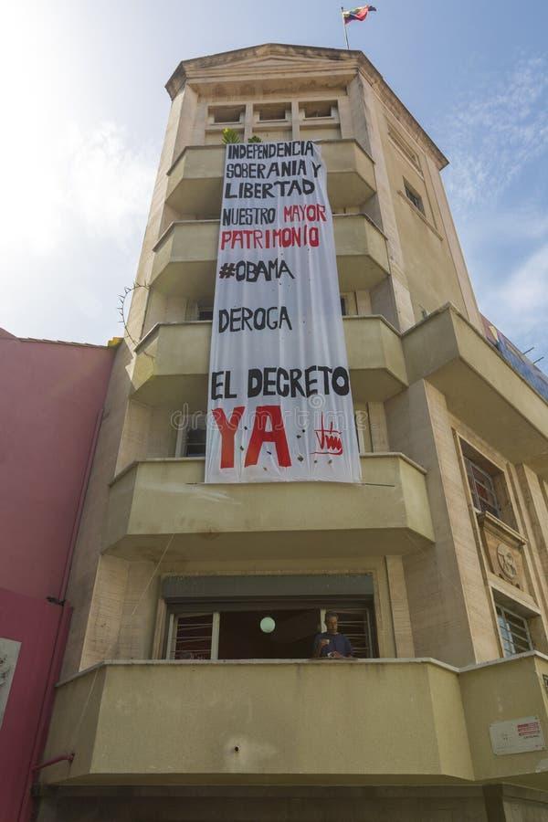 Moderne yrban woonbouw met reusachtige banner, Caracas stock fotografie