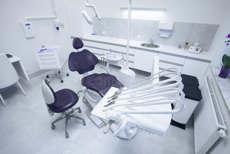 Moderne zahnmedizinische Praxis stockbilder