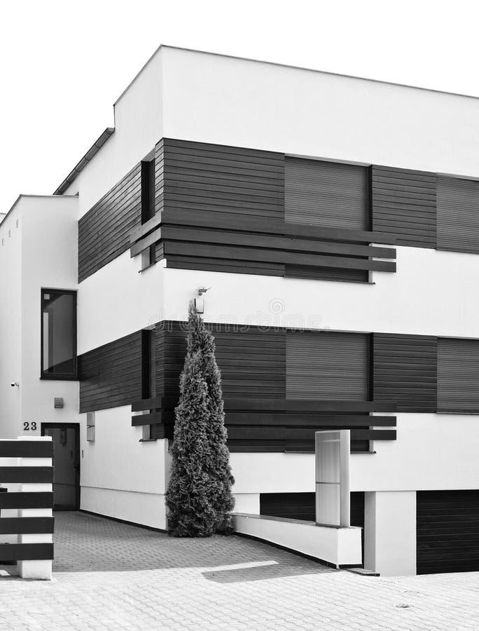 Moderne zwart-witte huisarchitectuur royalty-vrije stock foto's