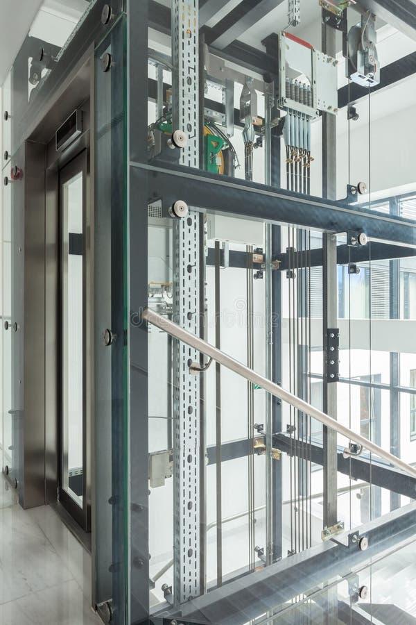 Moderner Aufzug im Geschäftslokal lizenzfreies stockbild