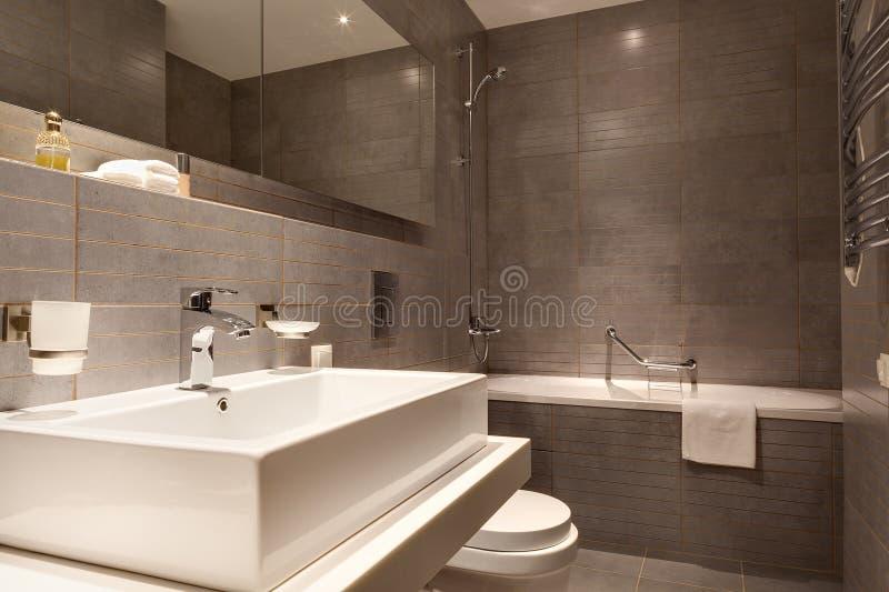 Moderner Badezimmerinnenraum lizenzfreie stockfotografie