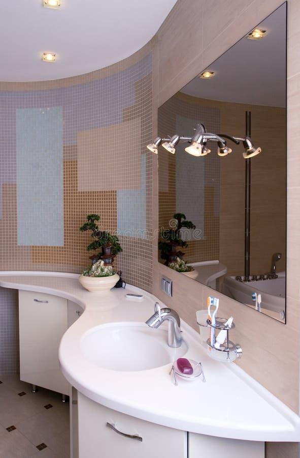 Moderner Badezimmerinnenraum lizenzfreie stockfotos