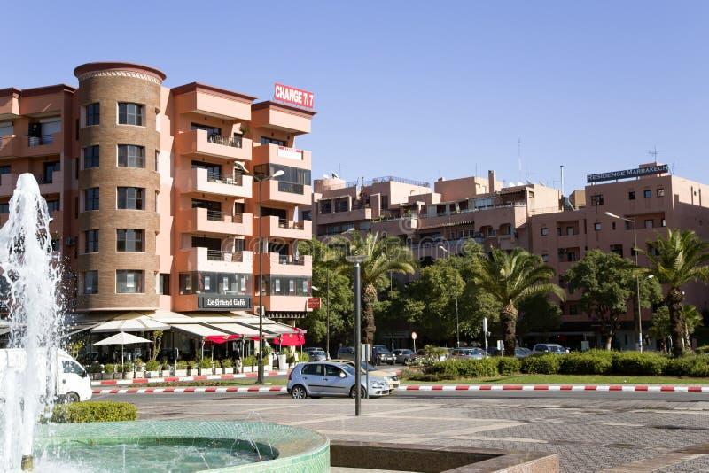 Moderner Bereich vor Bahnstation in Marrakesch lizenzfreie stockfotos