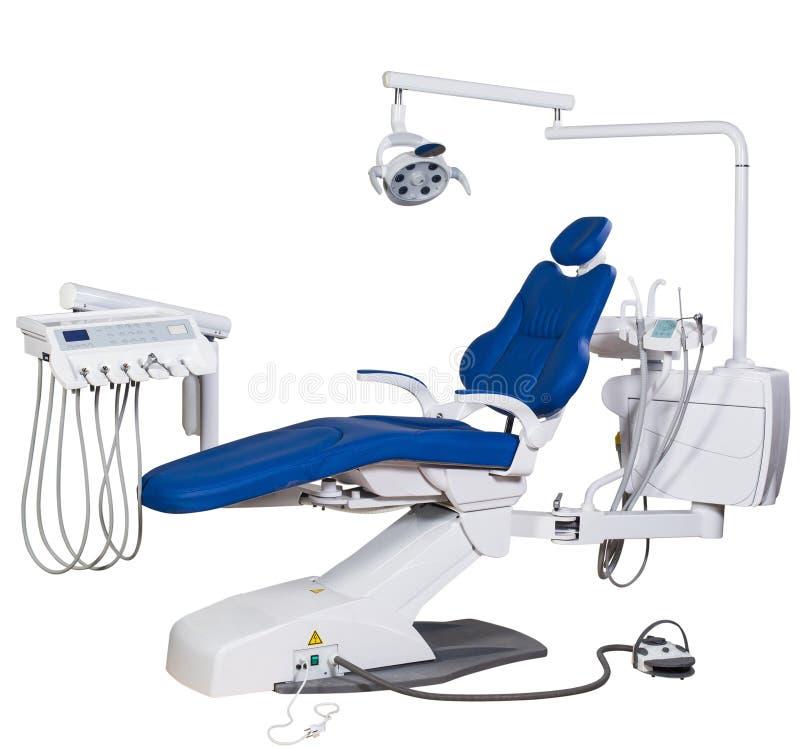 Moderner blauer Zahnarztstuhl lokalisiert auf weißem Hintergrund stockbild
