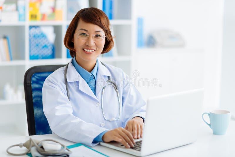 Moderner Doktor lizenzfreie stockfotografie