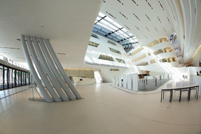 Moderner Gebäudeinnenraum lizenzfreie stockfotografie