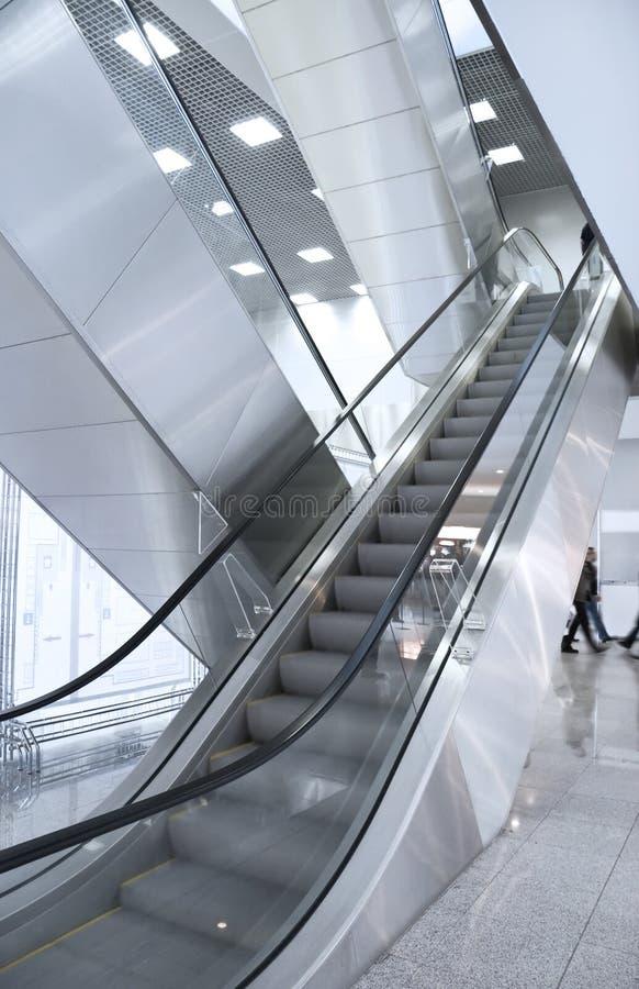 Moderner Geschäftszentruminnenraum stockfotos