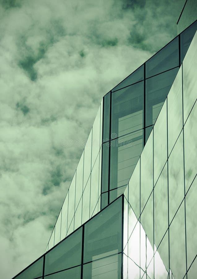 Moderner Glasgebäudeauszug stockbilder