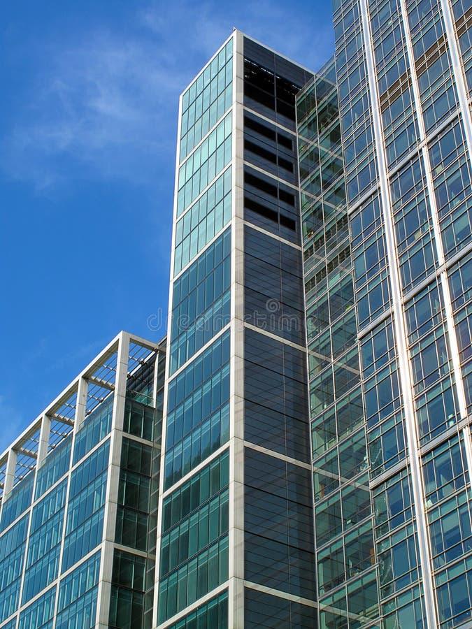 Moderner Glaswolkenkratzer lizenzfreie stockbilder