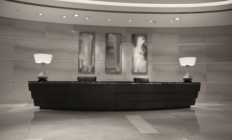 Moderner Hotel-Aufnahme-Schreibtisch stockbilder