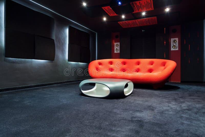 Moderner Innenraum mit Designmöbeln lizenzfreies stockfoto