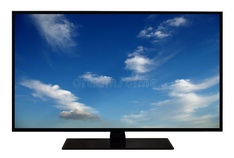 Moderner leerer Flachbildschirm Fernseher, LCD-Fernsehen lokalisiert auf weißem Hintergrund, Anzeige 4K mit blauem Himmel und Wol stockfoto