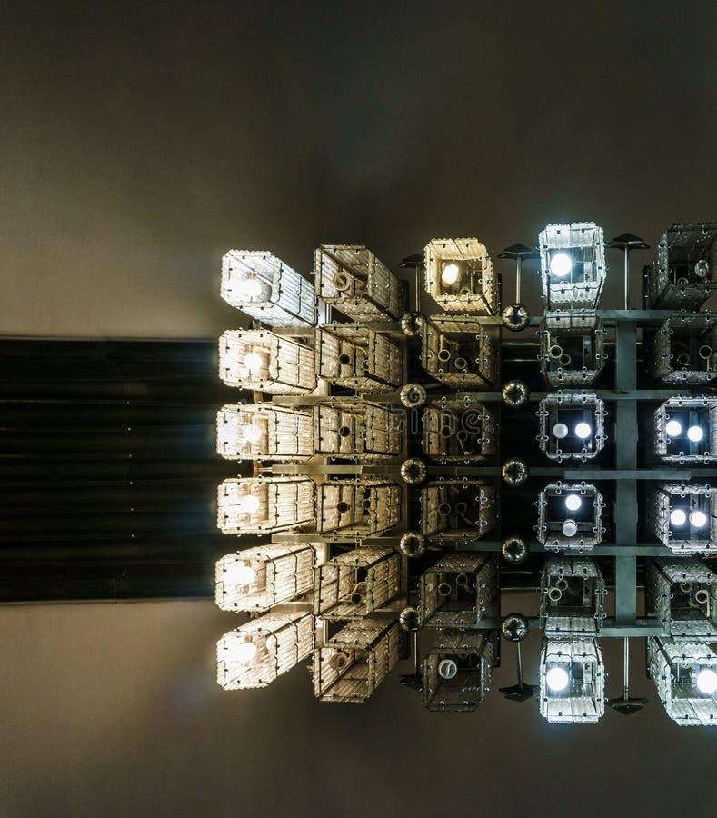 Moderner Leuchter, eine Ansicht von unten, abstrakt Hintergrund, Muster stockfoto