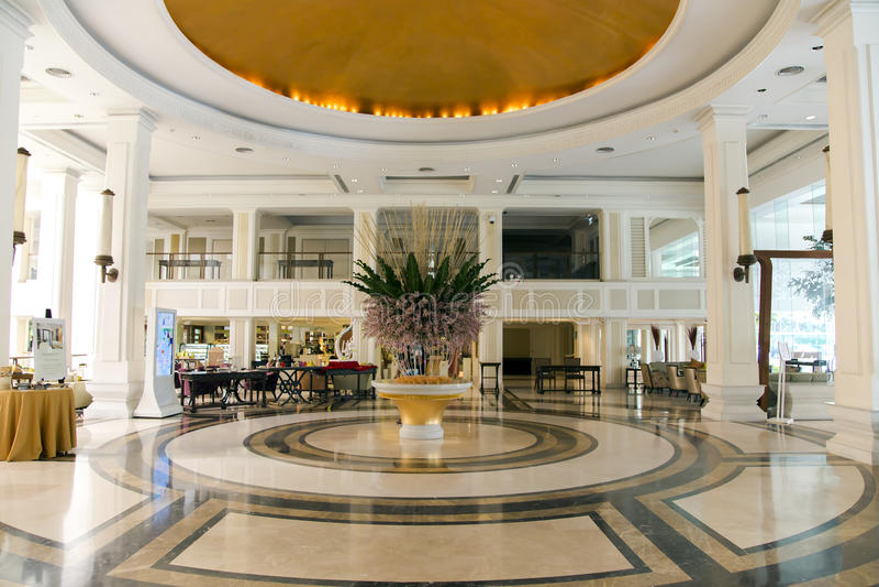 Moderner Luxuslobbyinnenraum im Hotel Dusit Thani stockbilder