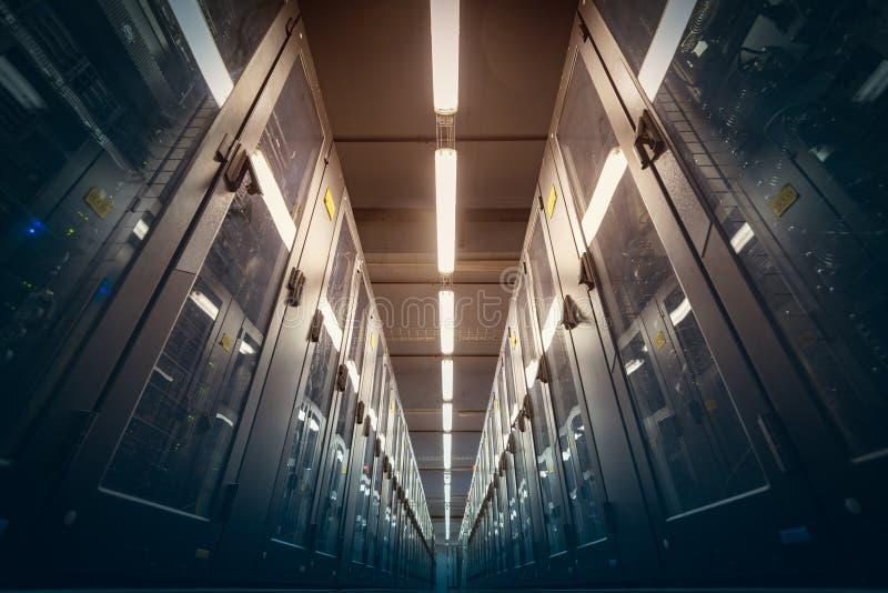 Moderner Rechenzentrumraum stockbild