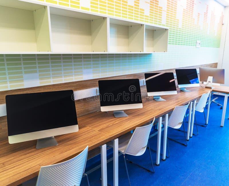 Moderner Schulinnenraum stockbild