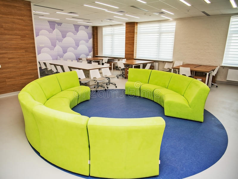 Moderner Schulinnenraum lizenzfreie stockbilder